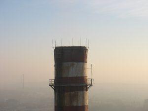 Instalacje odgromowe na wysokim kominie