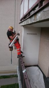 Prace alpinistyczne naprawa balkonów